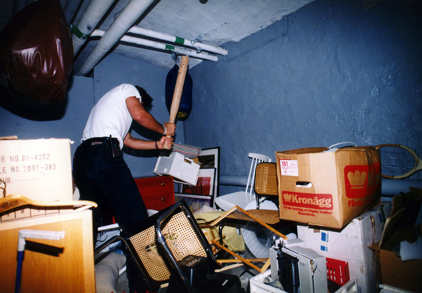 The hooligan is destroying one of the built up stores in the basement. Photo: Barometern, Östran