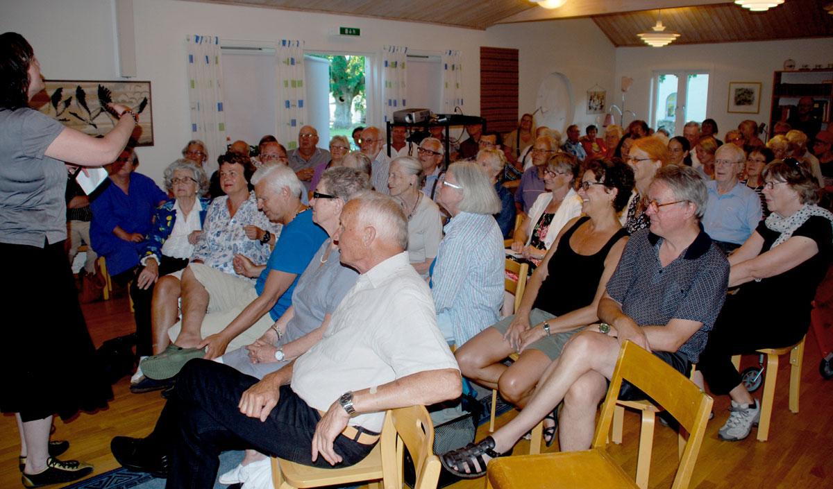 I juli 2012 visades filmen Farmorland i ett fullsatt Glömminge församlingshem på Öland. Efter filmen diskuterade, pratade, mindes många Öland från förr i tiden.
